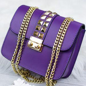 Fialová kožená kabelka so zlatým vybíjaním - listová kabelka - listové kabelky - spolocenska kabelka - kabelky do ruky - kabelka na svadbu - kabelka do ruky - clutch kabelka - clutch kabelky - kabelka na ples - plesové kabelky - spoločenská kabelka - listove kabelky na svadbu - kabelky cez rameno aj do ruky - kabelky listové - male kabelky do ruky - kabelka clutch - mini kabelky do ruky - kabelka listova - kabelky do ruky aj cez plece - spoločenské kabelky do ruky - lacné listové kabelky - štrasové spoločenské kabelky - listova kabelka do ruky - mini kabelka do ruky - kožené kabelky do ruky - elegantne kabelky do ruky - spoločenské kabelky na svadbu - damske kabelky do ruky - damske listove kabelky - slavnostna kabelka